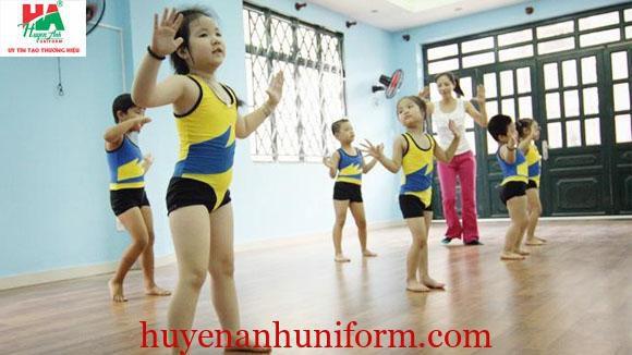 Quần áo thể dục nhịp điệu cho bé